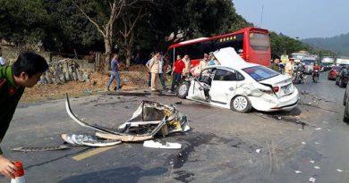 Xe con đi lấn làn va chạm vào xe khách ngược chiều gây tai nạn kinh hoàng