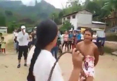 Cặp với em gái trẻ, chồng bị vợ lột đồ đánh giữa đường