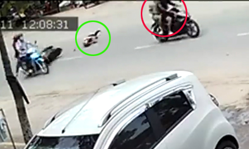 Hình ảnh Camera ghi lại vụ tai nạn cướp giật túi xách tại Tỉnh Đồng Nai