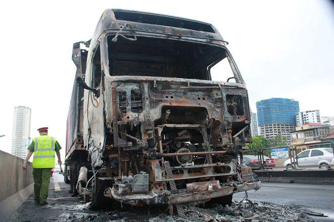 Vụ tai nạn giao thông hiện vẫn đang được lực lượng chức năng làm rõ sự việc