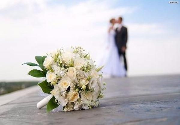 Quà cưới độc đáo, chất đống đá trước cửa nhà sắp đám cưới