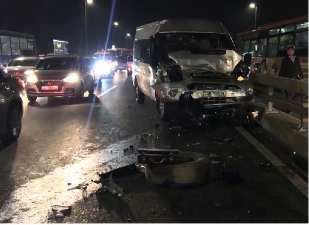 Xử lý vụ chủ xe bị tông chết khi đang thay lop trên cầu Nhật Tân
