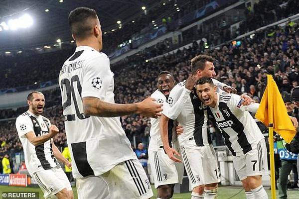 Juventus vào vòng 1/8 Champions League
