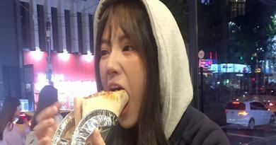 """Thanh niên cạn lời khi có cô bạn gái mê ăn, có thể """"ăn cả thế giới"""""""