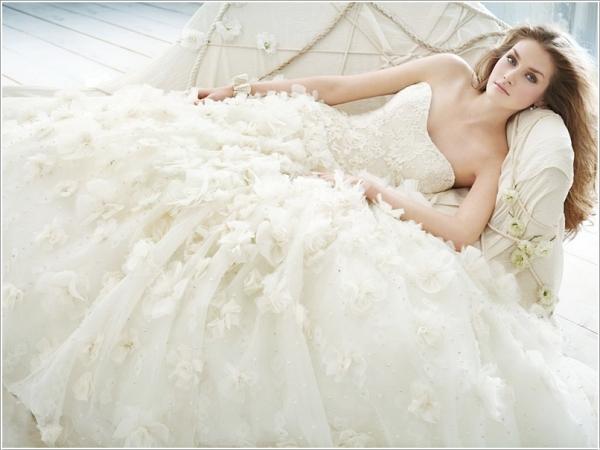 Ngủ mơ thấy mặc váy cưới là điềm gì?