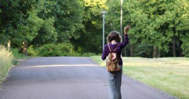Nằm mơ thấy người đi dạo có điềm báo gì, nên đánh con số nào?
