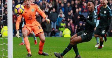 Manchester United không nên mua Raheem Sterling của Man City