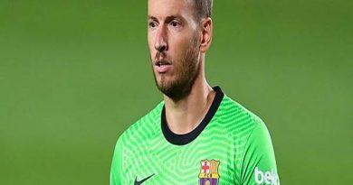 Bóng đá Quốc Tế 16/1: Neto yêu cầu được rời Barca
