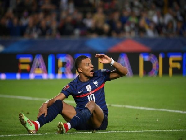 Tin bóng đá chiều 13/9: Mbappe lại bị  fan PSG tra tấn tinh thần